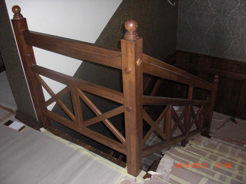 Обезопасителен дървен парапет за интериорни стълби