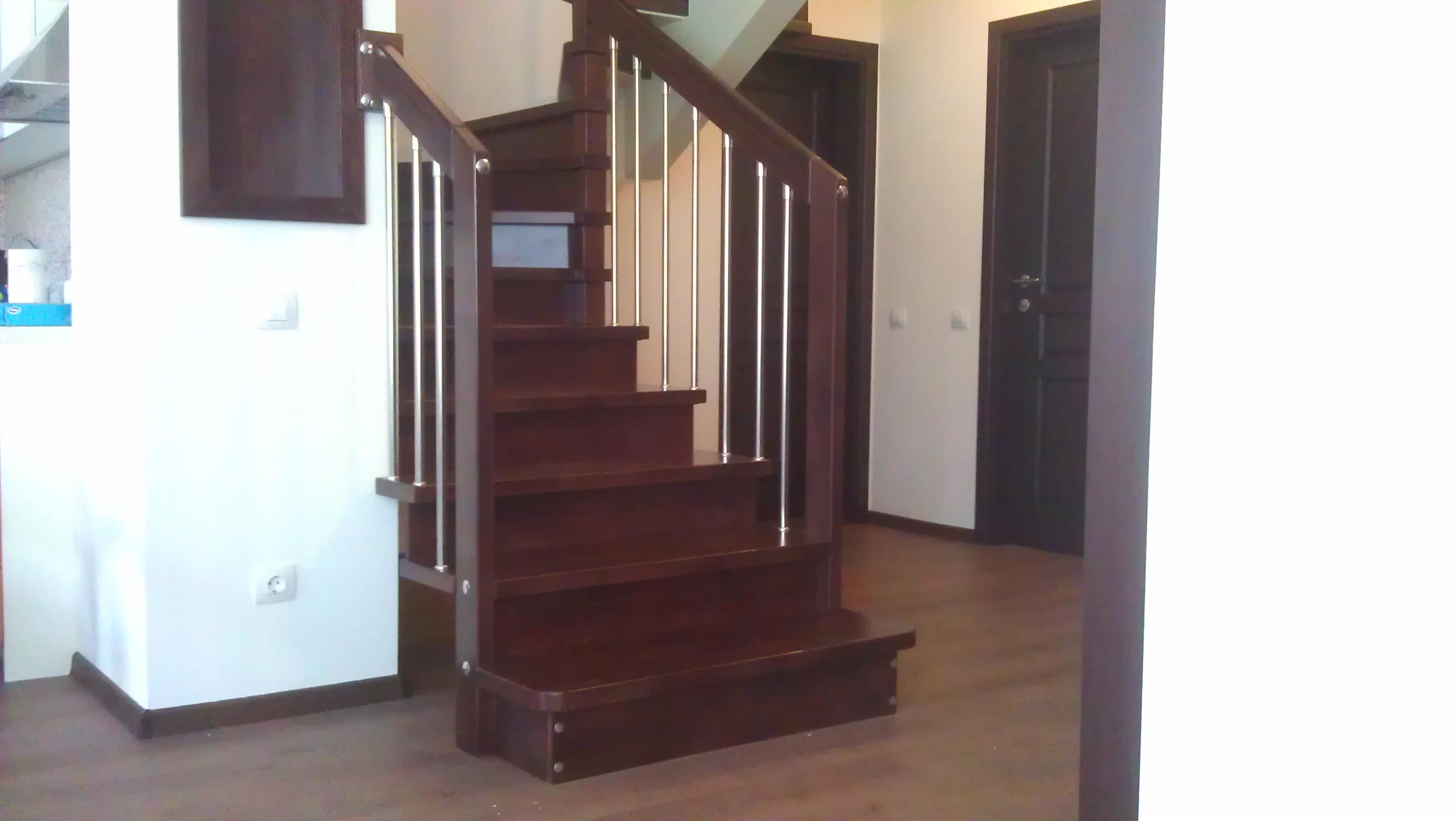 """Дървени стълби-ПРОЕКТ-66-1 """"П' образна"""