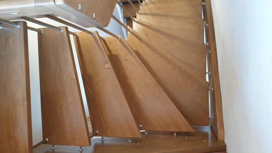 Окачване позволяващо ремонт и подмяна на стъпала